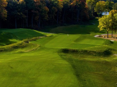 Meadowbrook Country Club's third holes is based on a Willie Park, Jr., green found in England (Brian Walters Photography)