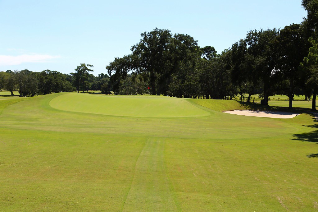 The controversial and testing 11th hole at CC Charleston, a Reverse Redan.