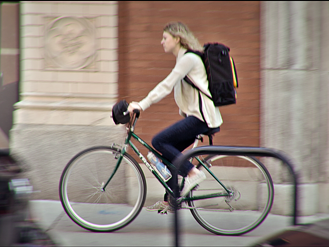 Sarah Bike Profile 2 _640x480