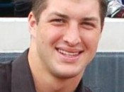 Tim Tebow is the most popular athlete in the U.S., according to a new ESPN Sports Poll (Photo: Wikipedia)