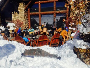 On the Ritz-Carlton terrace, apres-ski is open all day.