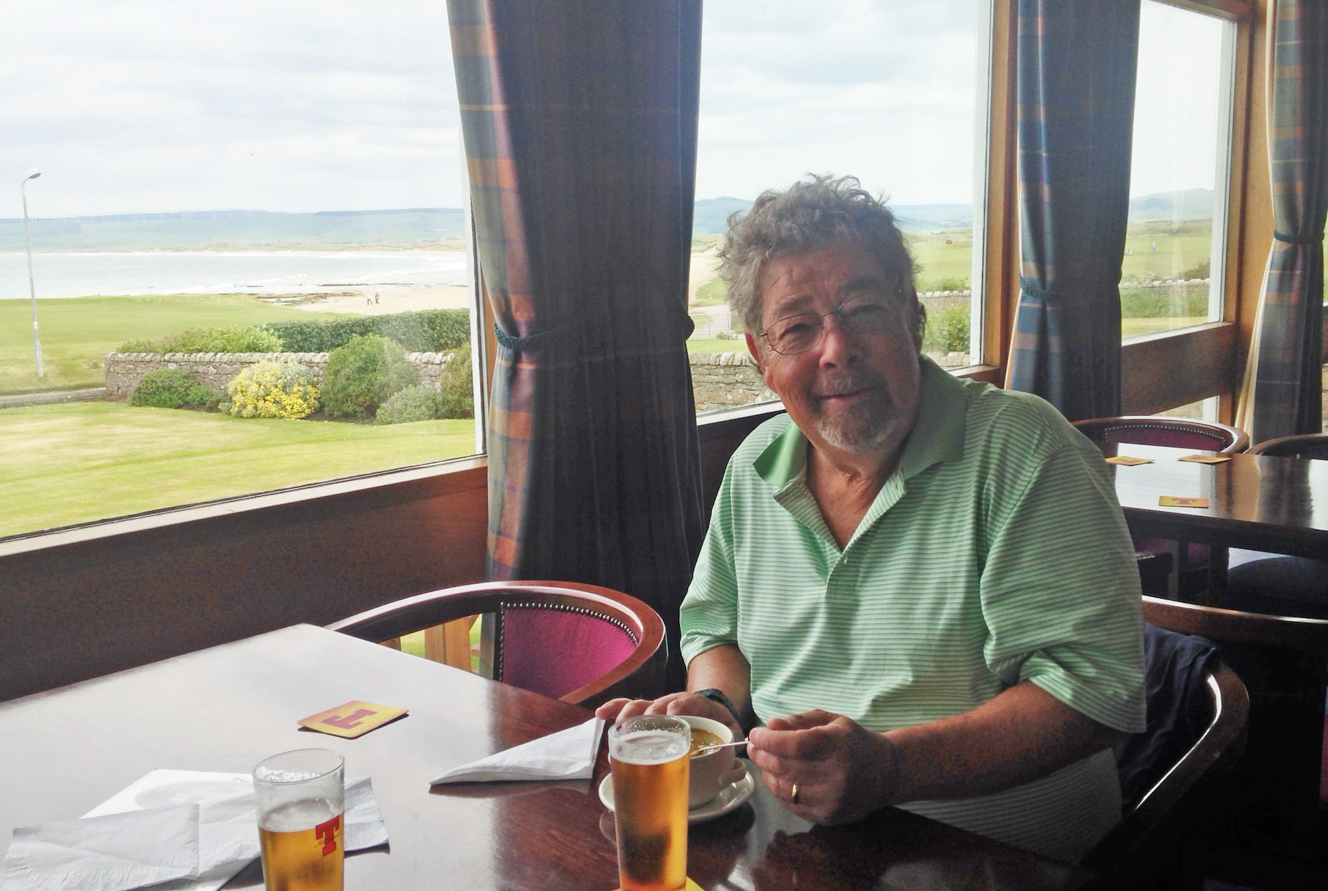 Machrihanish clubhouse: A pint, some soup and a great view.