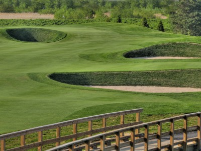 Sod bunkers bring a Scottish-style  challenge to Midwestern golf.
