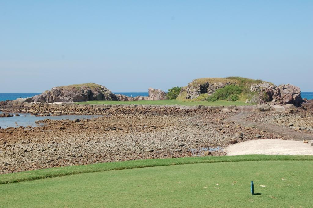 One more look at Hole 3B from the tee, at low tide. At high tide, the rocks are all under water.