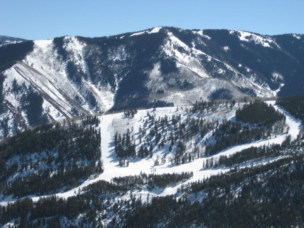 Advanced skiers visiting Aspen should head just out of town to smaller Aspen Highlands, which has the best expert terrain of the resort's four mountains.