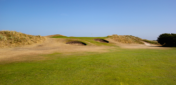 The short par 4, 10th hole and its raised green on Saunton's East Course