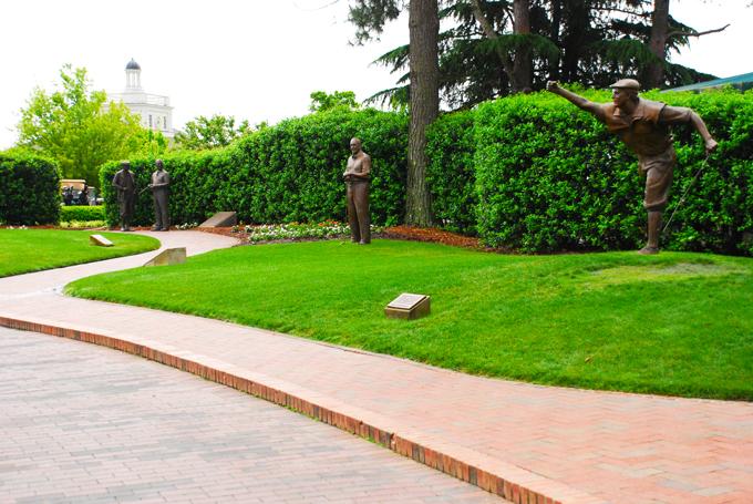 Payne Stewart's statue at Pinehurst No2 © Mike Renlund