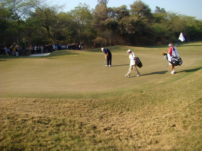 Ernie Els plays the Delhi Golf Club © SouthAsiaGolf