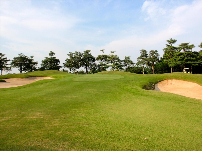 Dragon Hills Golf Country Club in Western Bangkok