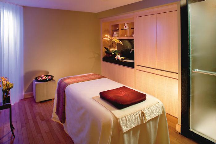 Spa treatment room at the Mandarin