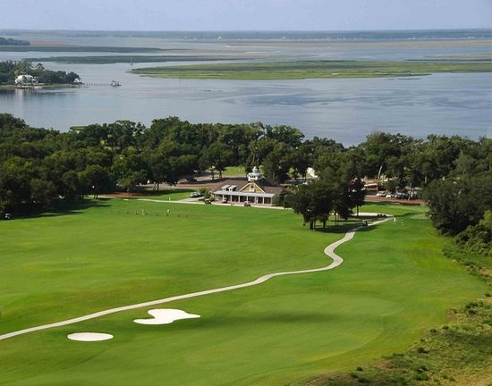 Amelia River is set near the banks of the Intracoastal Waterway, though only the clubhouse comes near it.