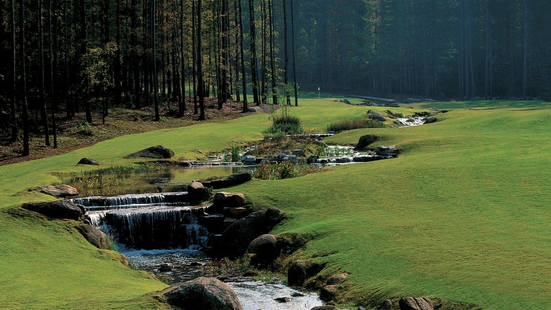 A lovely, cascading water feature adds scenery to The Oconee's 400-yard 16th. It's also penal, covering the entire front of the green. (photo: ritz-carlton.com)
