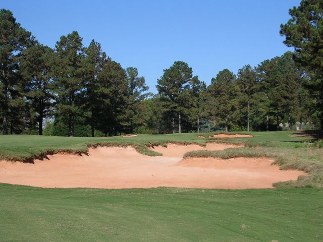Coore and Crenshaw's trademark bunkering dictate optional angles into the par-5 2nd.