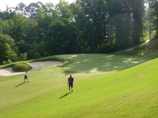 The side descent into the par-4 second green: a recurring theme at Echelon.