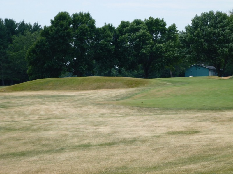 The uphill 4th, a long par-3, requires requires a tee shot up and across a deep front bunker, or a hooking runner played out to the right.