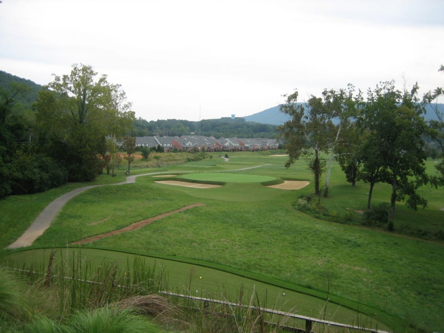 """The par-3 3rd is Silva's rendition of the """"Short"""" hole. You can see Black Creek's fine natural setting and backdrop, as well as the distracting housing component."""