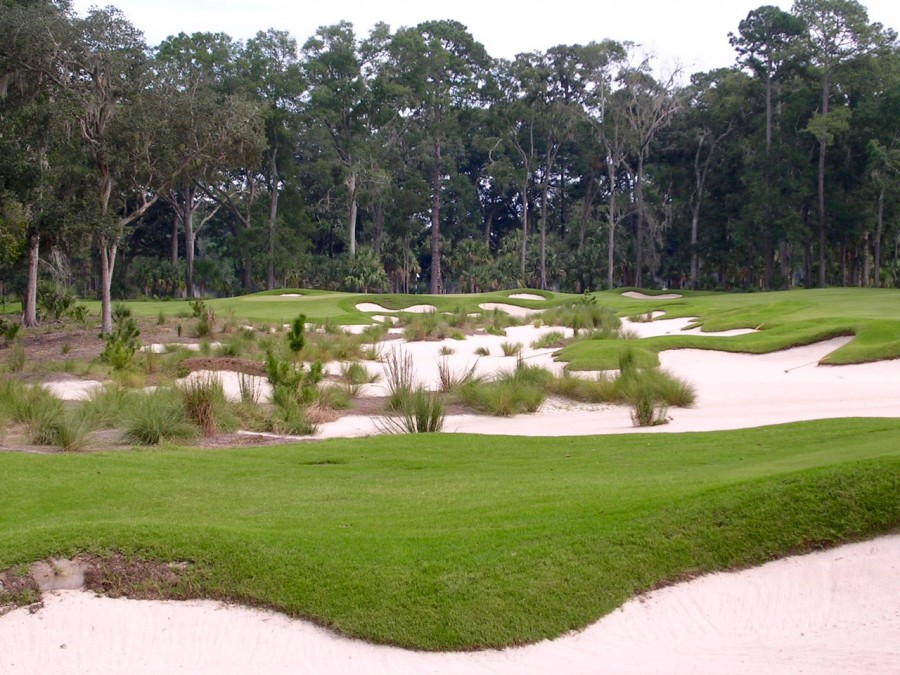 There's a lush, composed, even naturalistic look at May River's par-5 8th that rarely existed in Nicklaus courses from before this period.