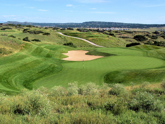 The par-3 3rd at Red Hawk Ridge sits in carved out bowl, a subtler version of the type of holes Jim Engh would intensify in the years following.