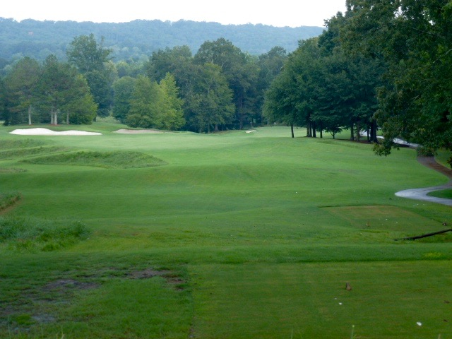 The Farm's opening holes, one of Georgia's best, slides down and to the right off. Drives that can fade off the fairway bunkers will roll down a slope, while the safer morning play is to lay back on the flatter upper tier.