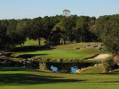 Never one to pass on a picturesque moment: Fazio's par-3 8th.