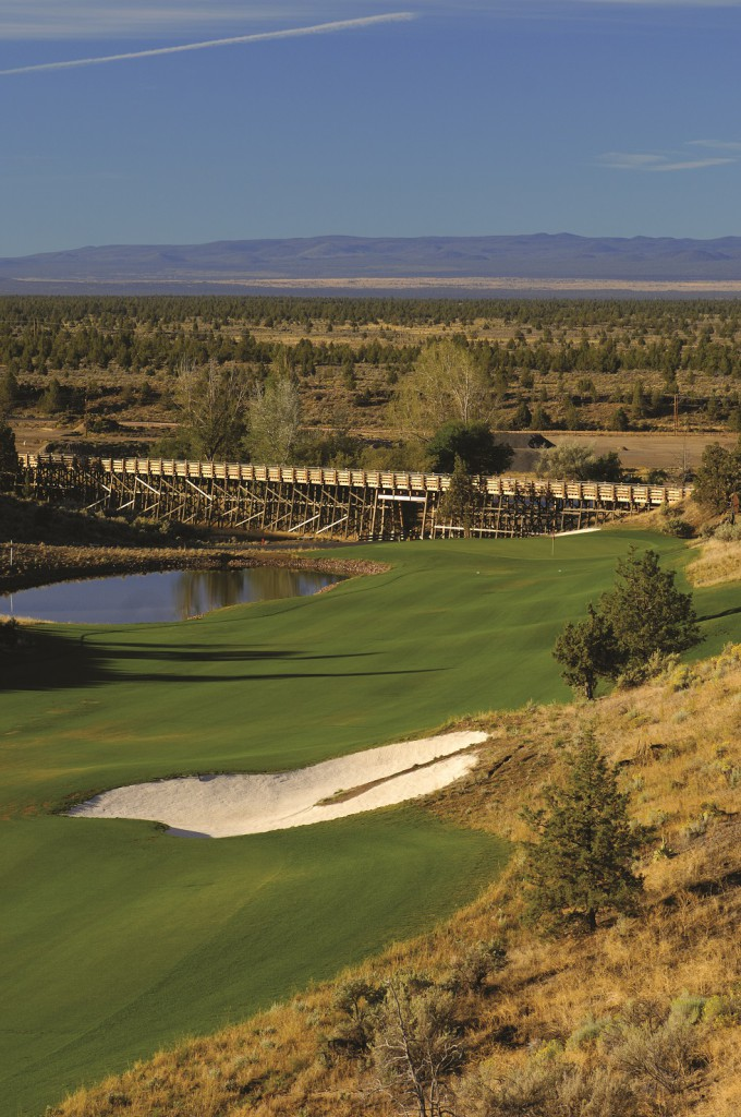 The eighteenth at Brasada Canyons, with old train trestle (now a cart path) in background.