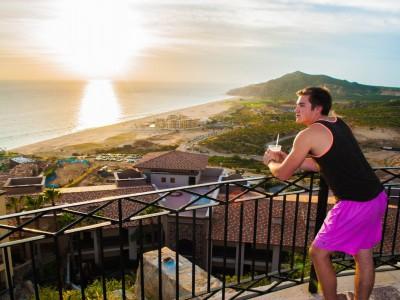 "Pueblo Bonita Resort's Sunset Beach ""Sky Pool"" overlooks the Pacific and Nicklaus' new Quivira Golf Club in Cabo del Sol."